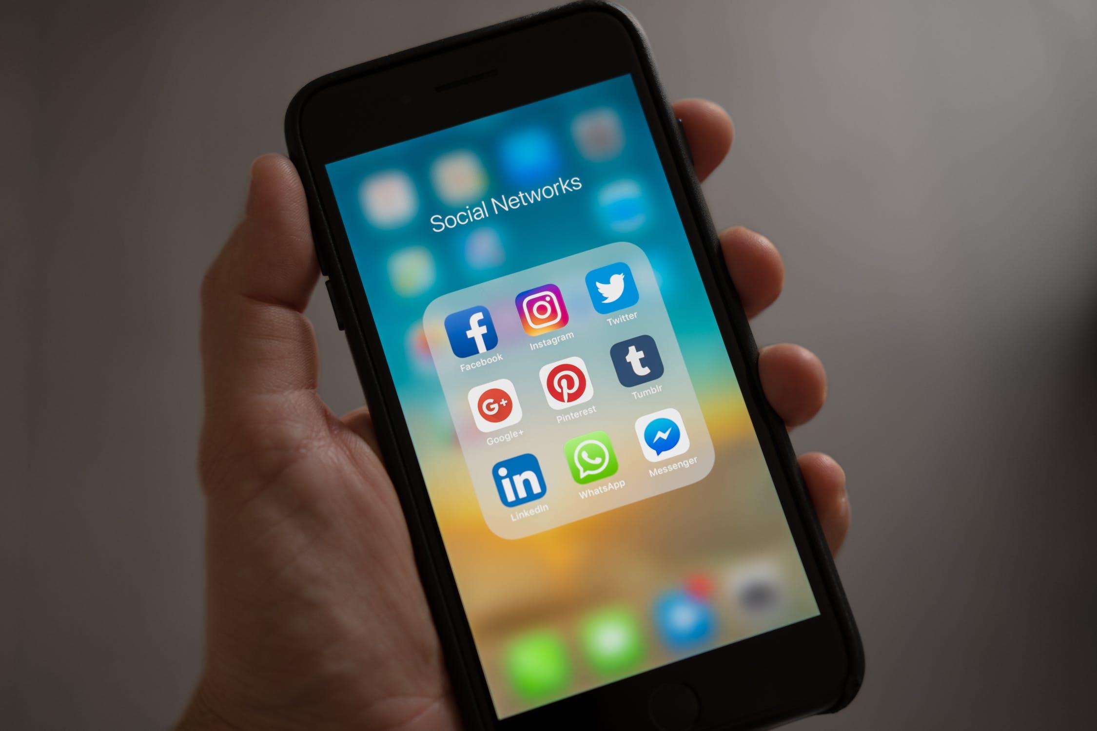 sociale medier på mobil
