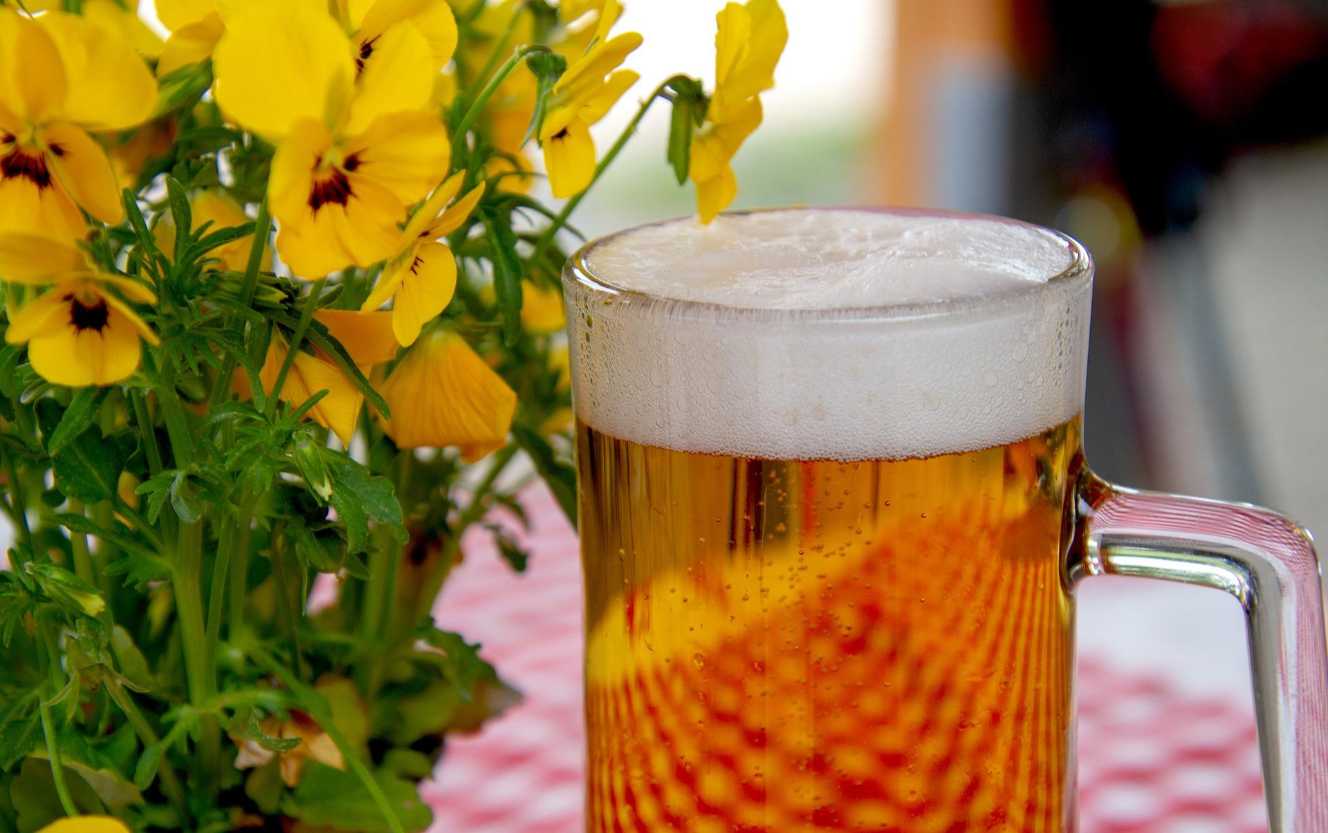 øl og blomster