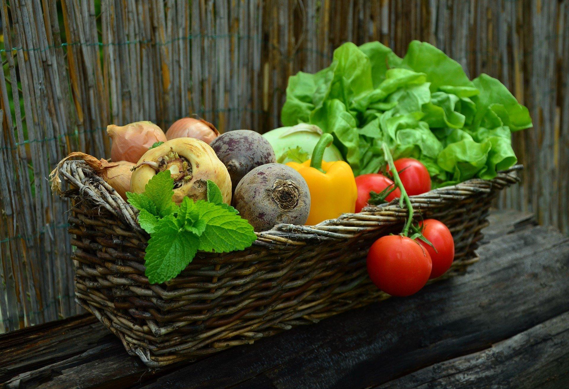 kurv med grøntsager